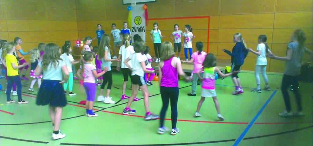 Zumba-Auftritten der Kinder an der 2. Bad Homburger Sportnacht